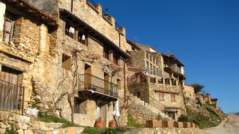 Village perdu dans les montagnes en Espagne